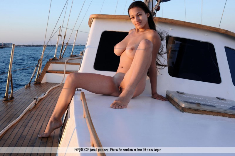 sofi-nude-yacht-femjoy-16