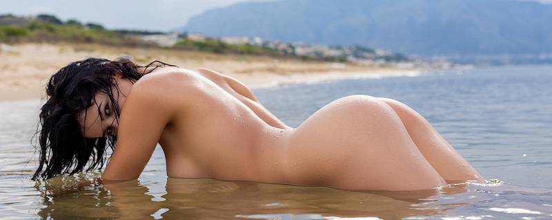 Sofie Lilith at the seaside