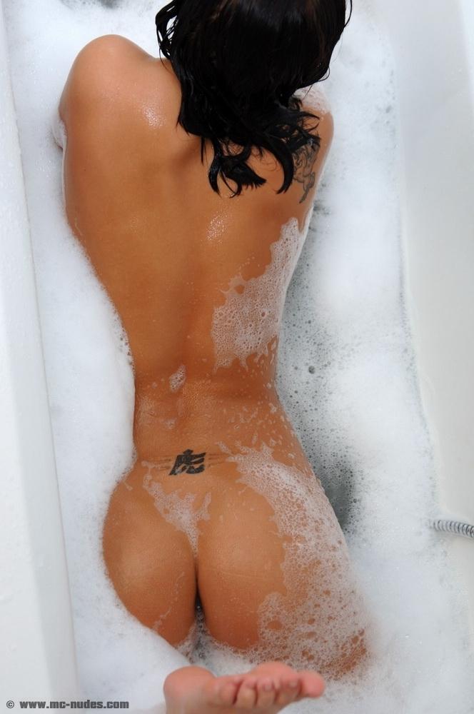 sonia-red-bath-mc-nudes-07
