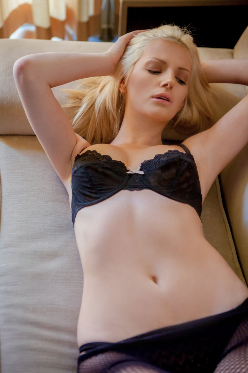 stephanie-branton-blonde-nude-pantyhose-playboy-01