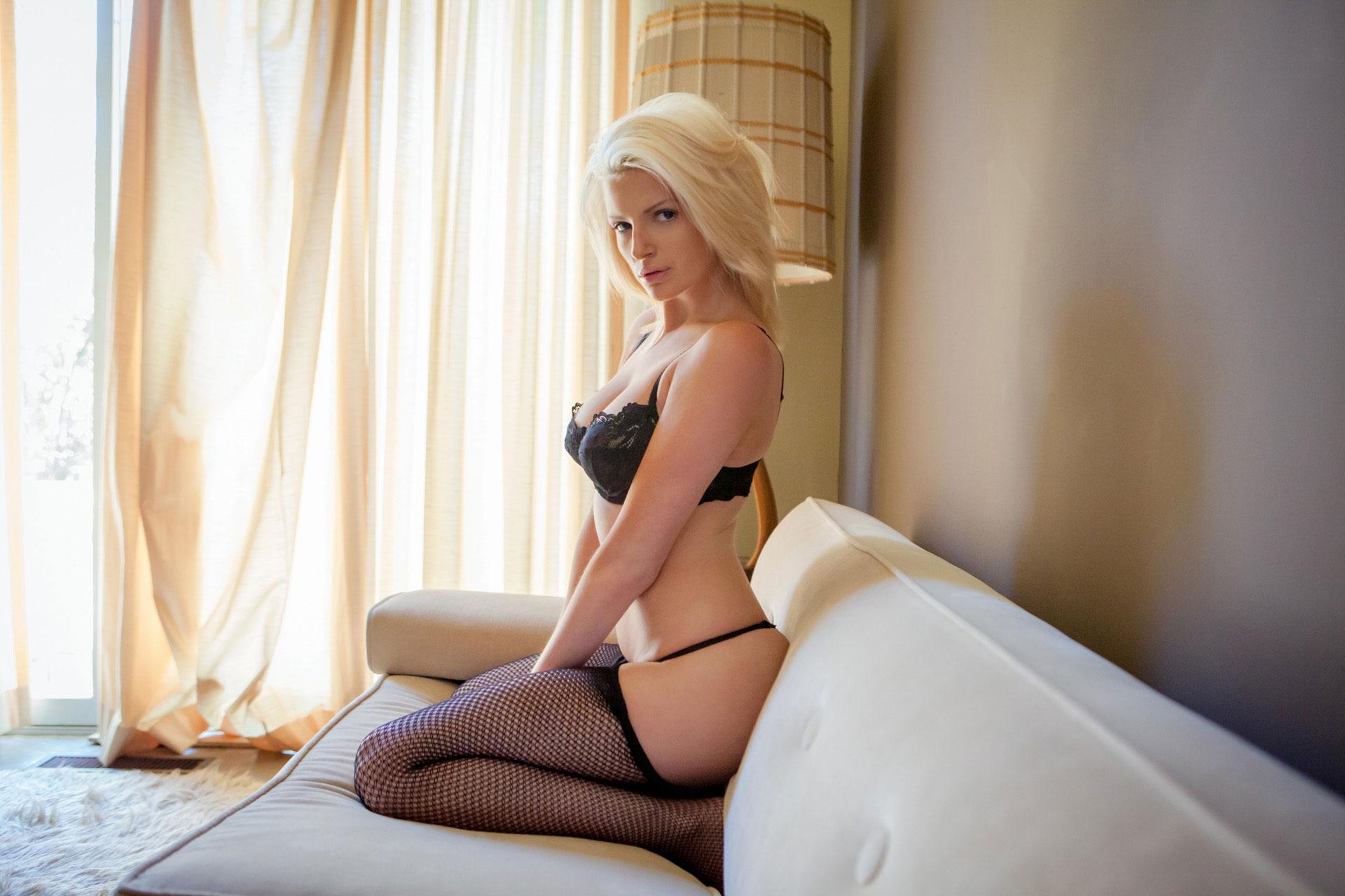 stephanie-branton-blonde-nude-pantyhose-playboy-04