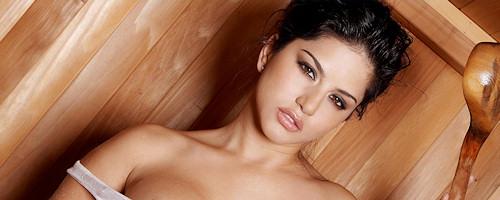 Sunny Leone in sauna