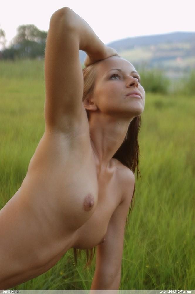 susanna-nude-lake-femjoy-04
