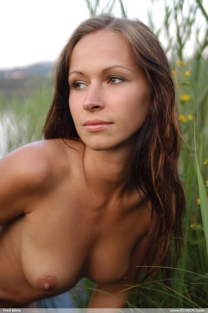 susanna-nude-lake-femjoy-12