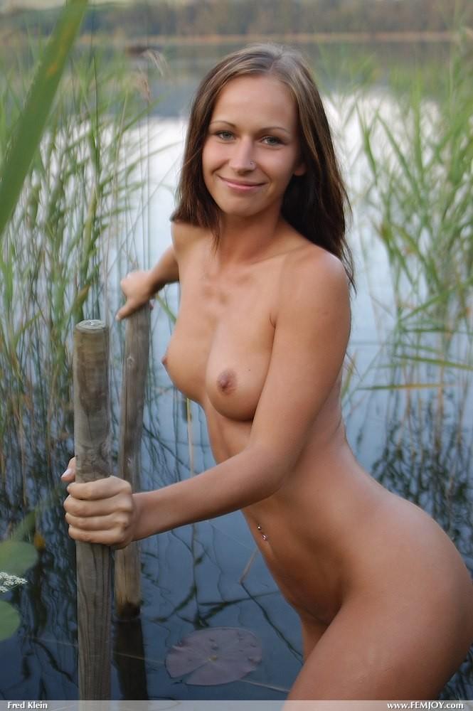 susanna-nude-lake-femjoy-15