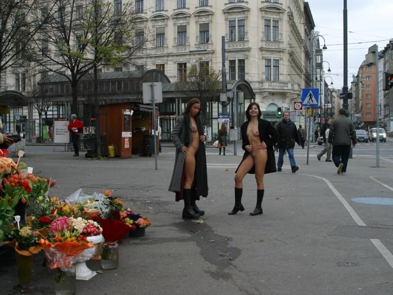 edita-&-zuzana-nude-in-public-10