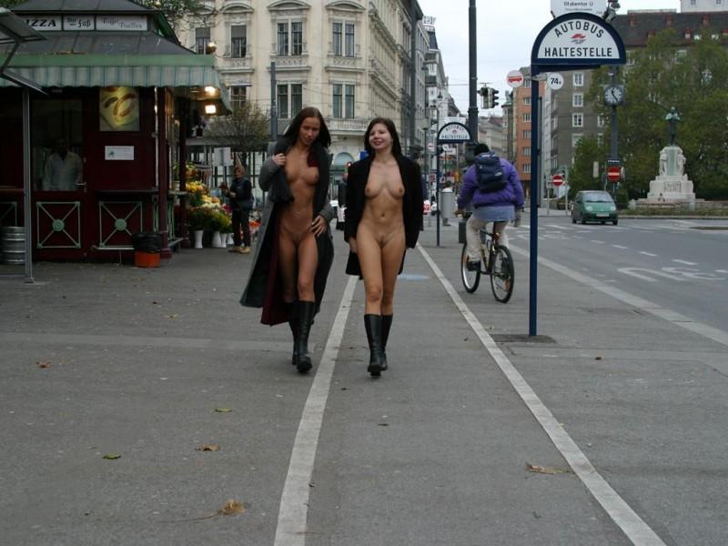 edita-&-zuzana-nude-in-public-12