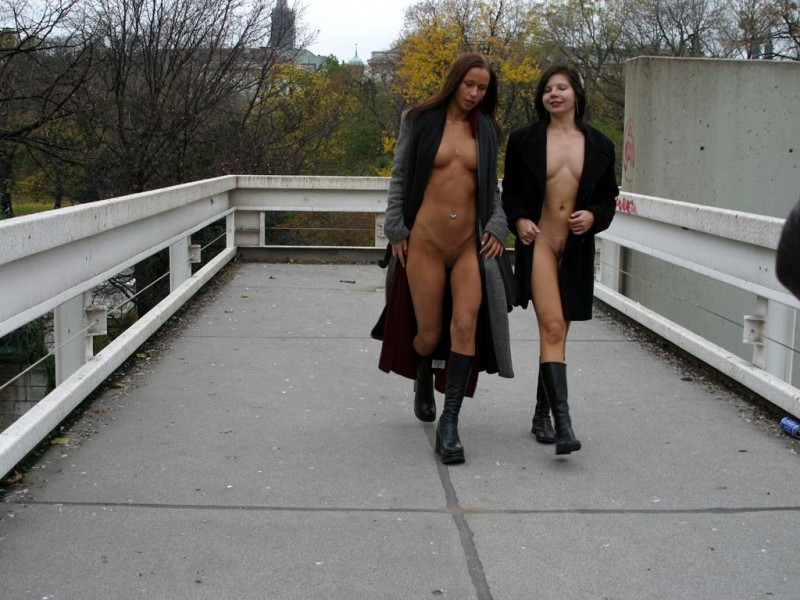 edita-&-zuzana-nude-in-public-17