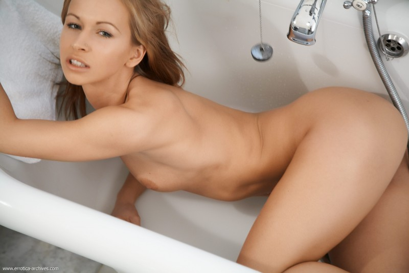 susana-spears-bath-errotica-archives-05