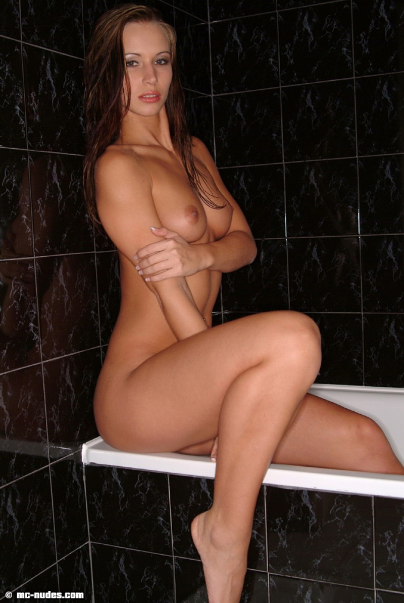 susana-spears-bathtub-nude-mcnudes-11