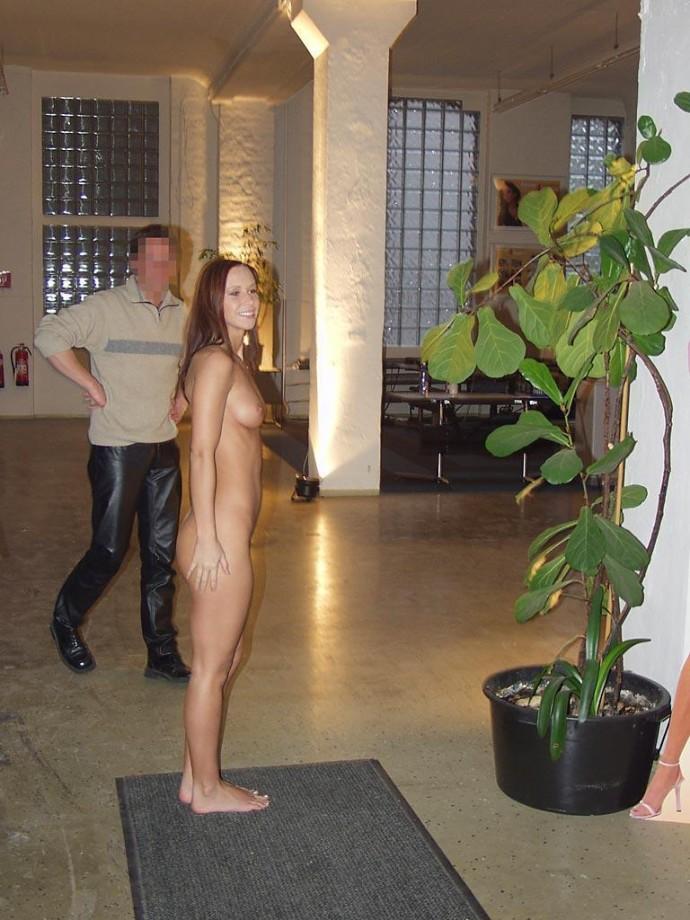 susana-spears-walks-nude-in-public-14