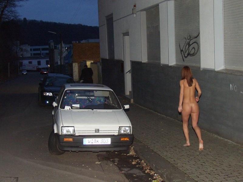 susana-spears-walks-nude-in-public-19