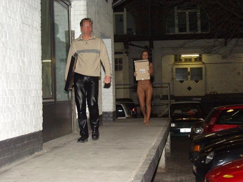 susana-spears-walks-nude-in-public-21