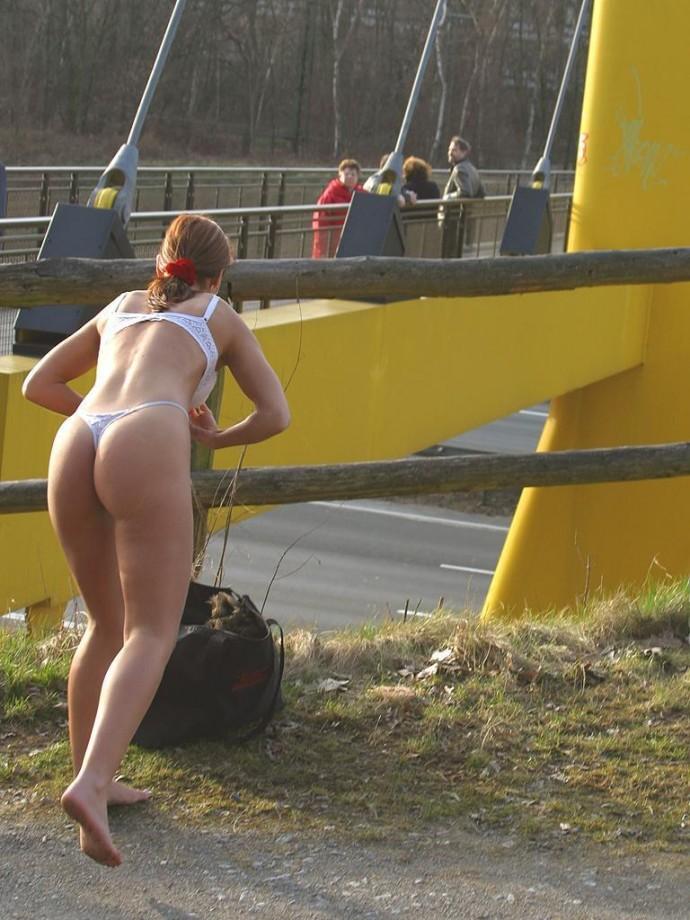 susana-spears-walks-nude-in-public-40