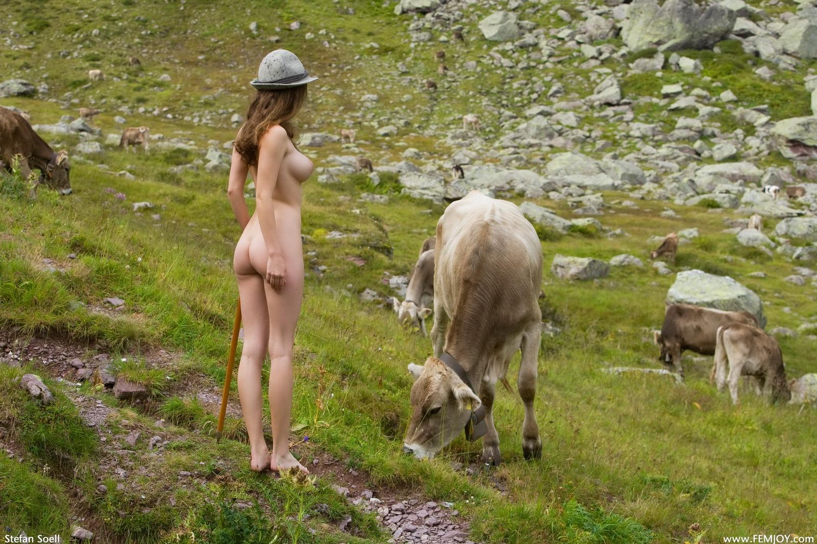 susann-tits-cowgirl-hat-shepherd-naked-femjoy-12
