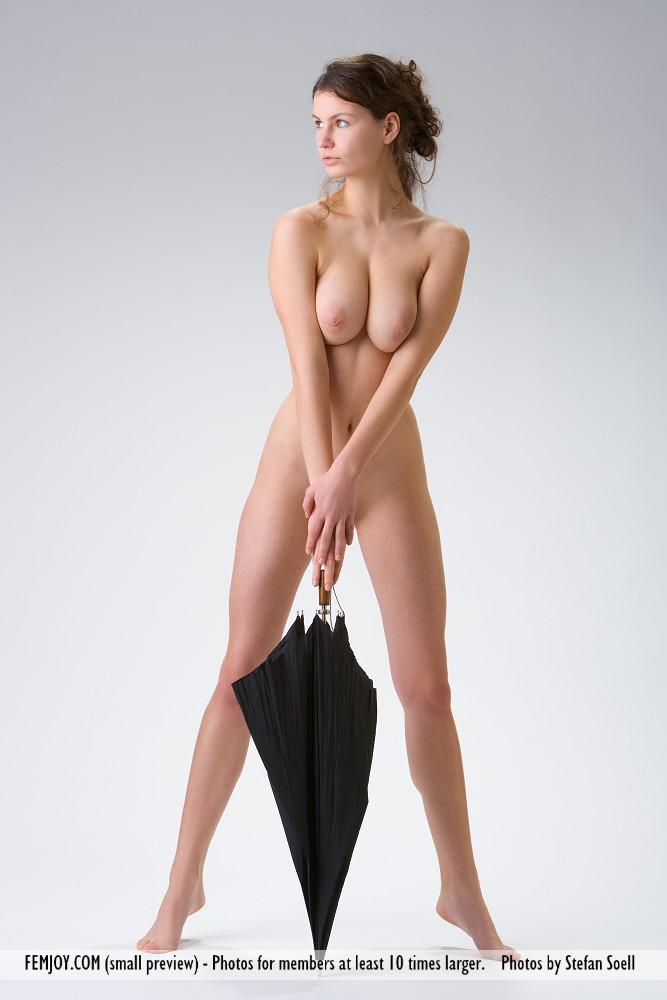 susann-nude-umbrella-femjoy-05
