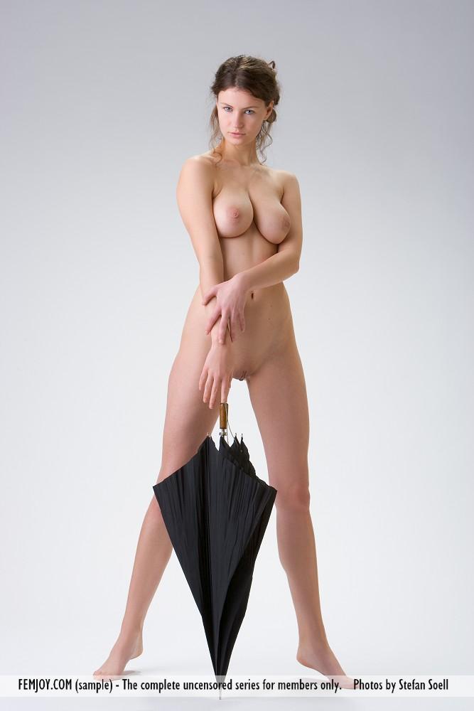susann-nude-umbrella-femjoy-06