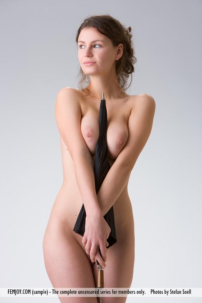 susann-nude-umbrella-femjoy-08
