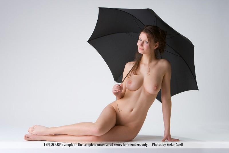 susann-nude-umbrella-femjoy-12