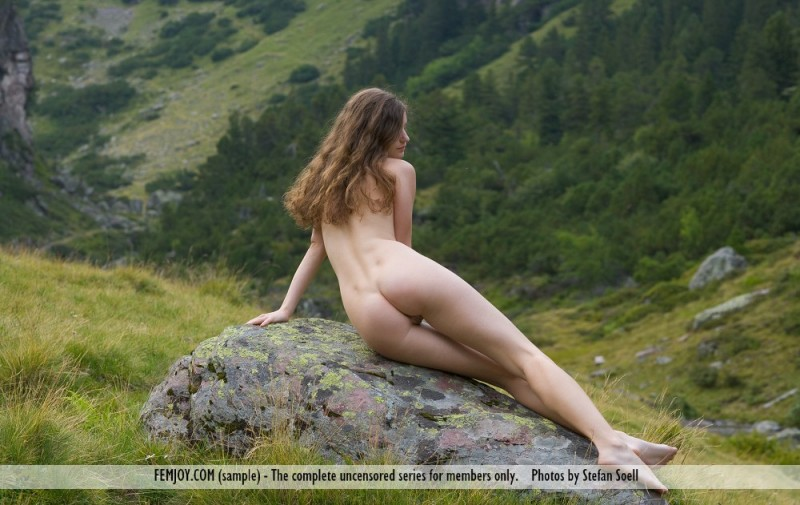 susann-nude-mountains-boobs-femjoy-02