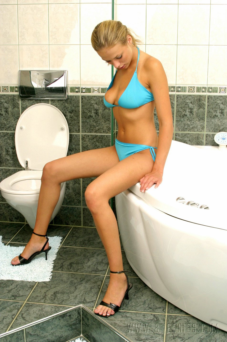 bridget-bikini-bath-nude-8teenies-01