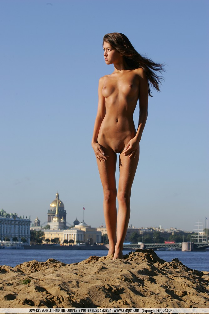 anja-nude-by-the-river-femjoy-02