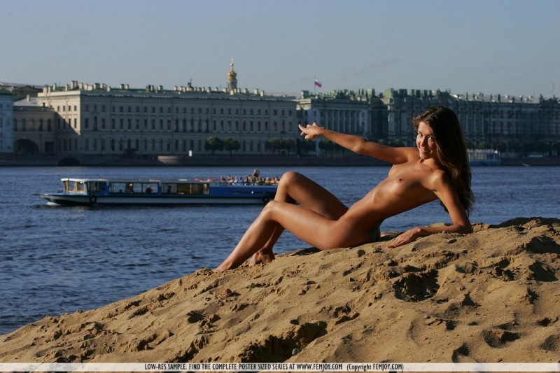 anja-nude-by-the-river-femjoy-05