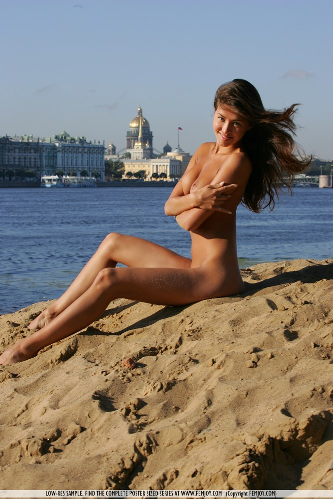 anja-nude-by-the-river-femjoy-06