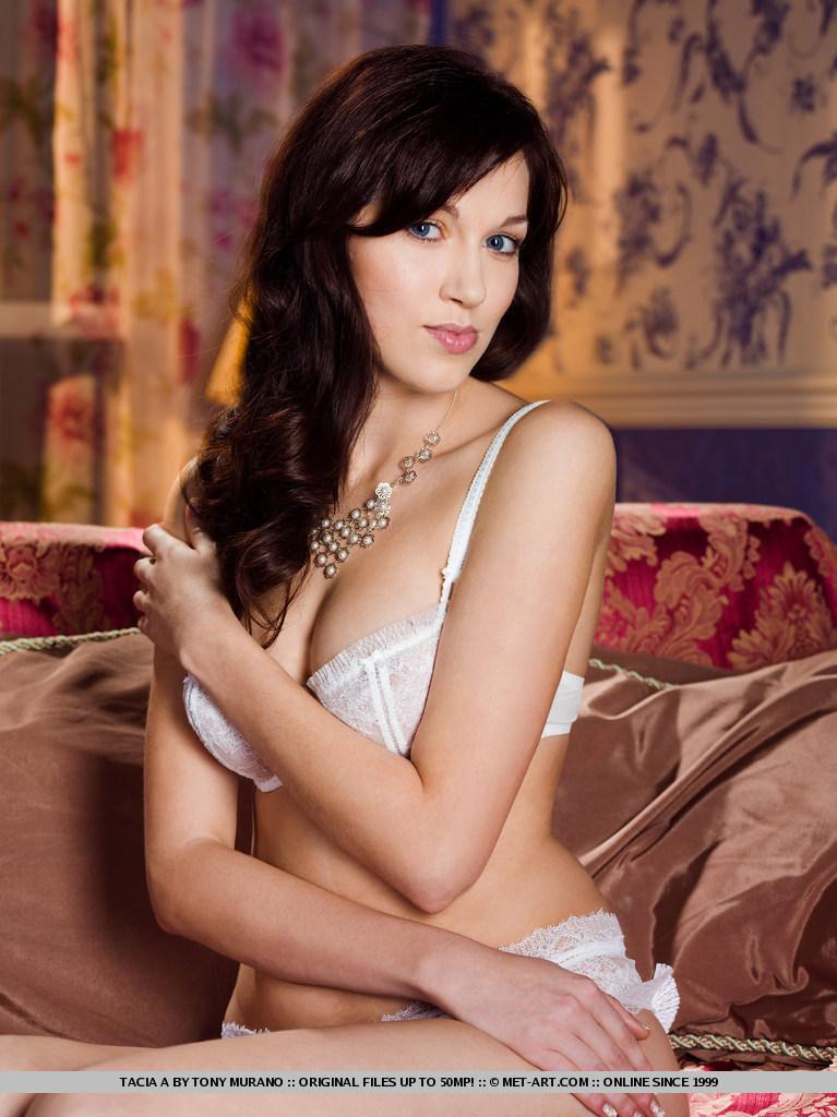 tacia-a-white-lingerie-naked-metart-01