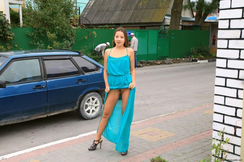 yanina-n-russia-flash-in-public-10