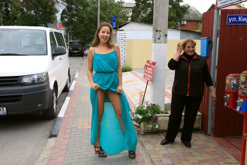 yanina-n-russia-flash-in-public-16