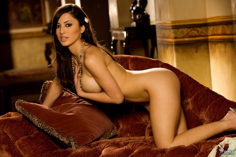 talia-kristin-chaise-longue-playboy-20