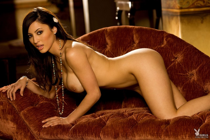talia-kristin-chaise-longue-playboy-21