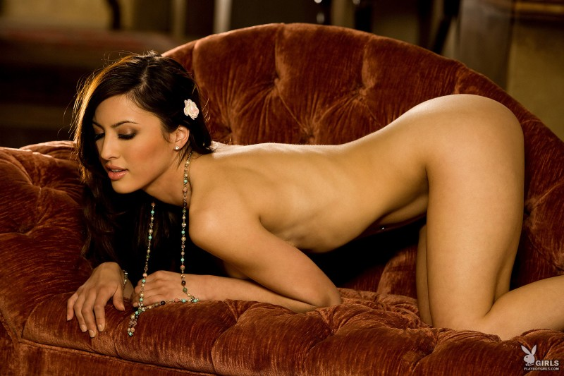 talia-kristin-chaise-longue-playboy-22