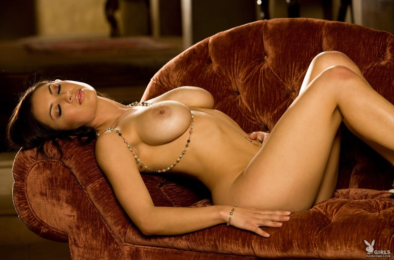 talia-kristin-chaise-longue-playboy-25