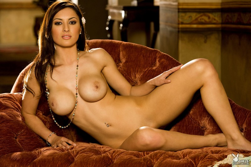talia-kristin-chaise-longue-playboy-26