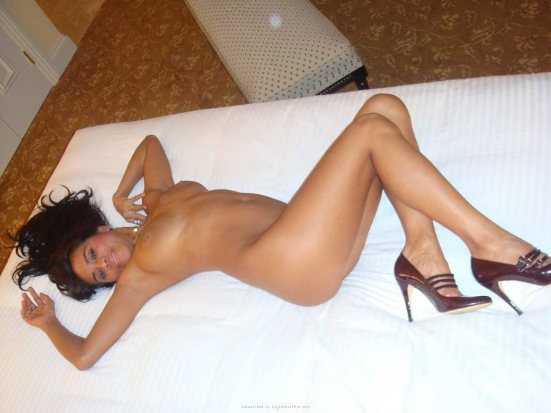 tanned-brunette-amateur-in-hotel-room-27