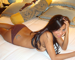 tanned-brunette-amateur-in-hotel-room
