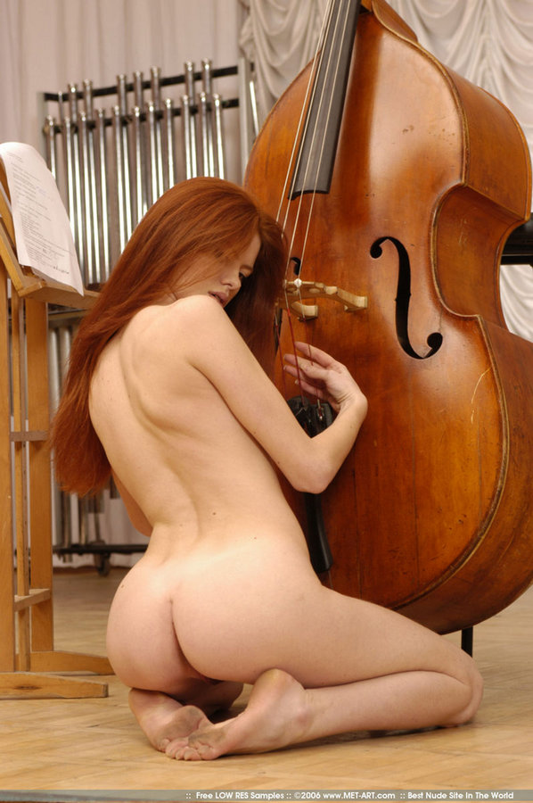 naked girl on bass