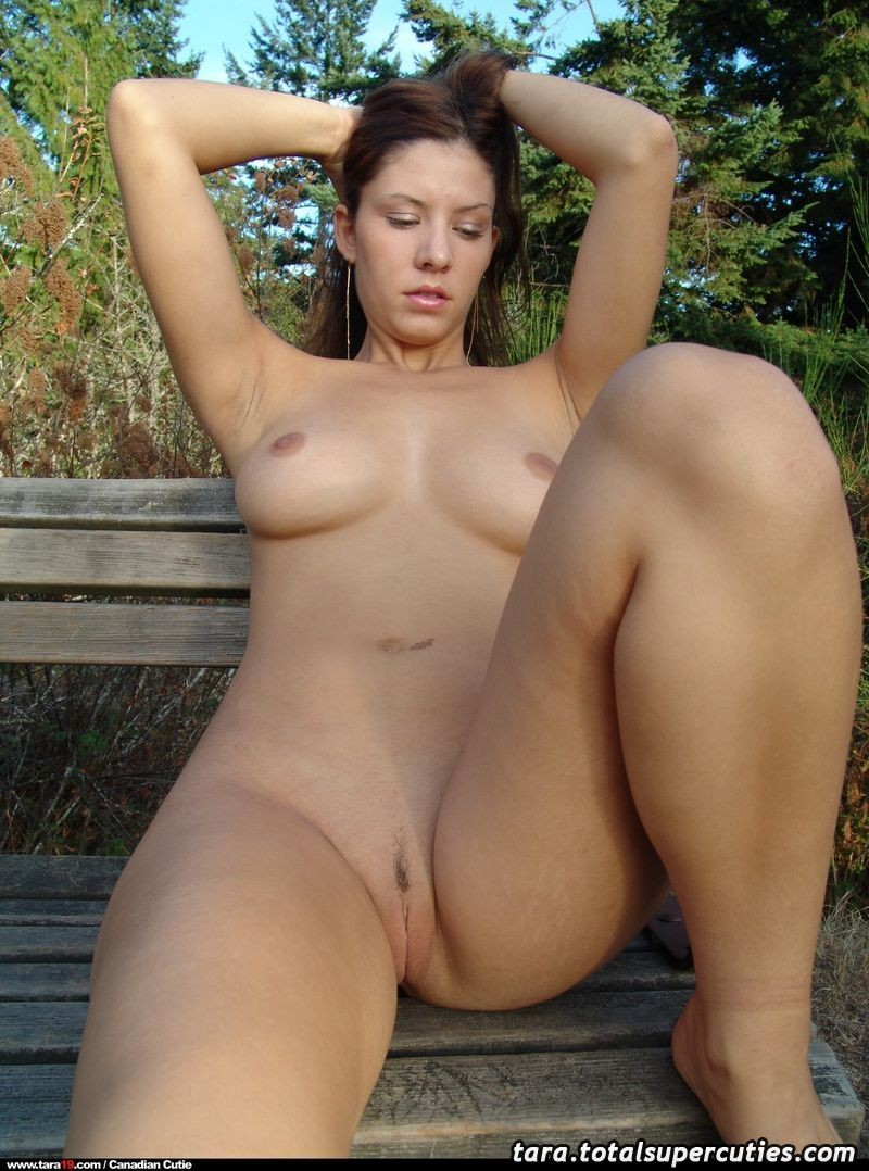 tara19-bench-outdoors-naked-18