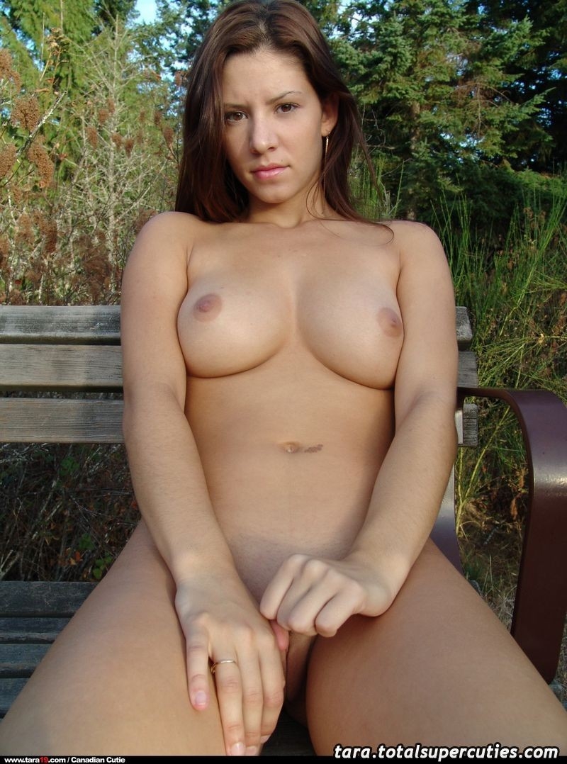 tara19-bench-outdoors-naked-20