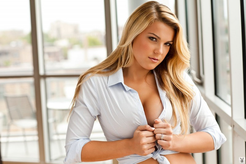 taylor-stone-nude-blonde-shirt-playboy-02