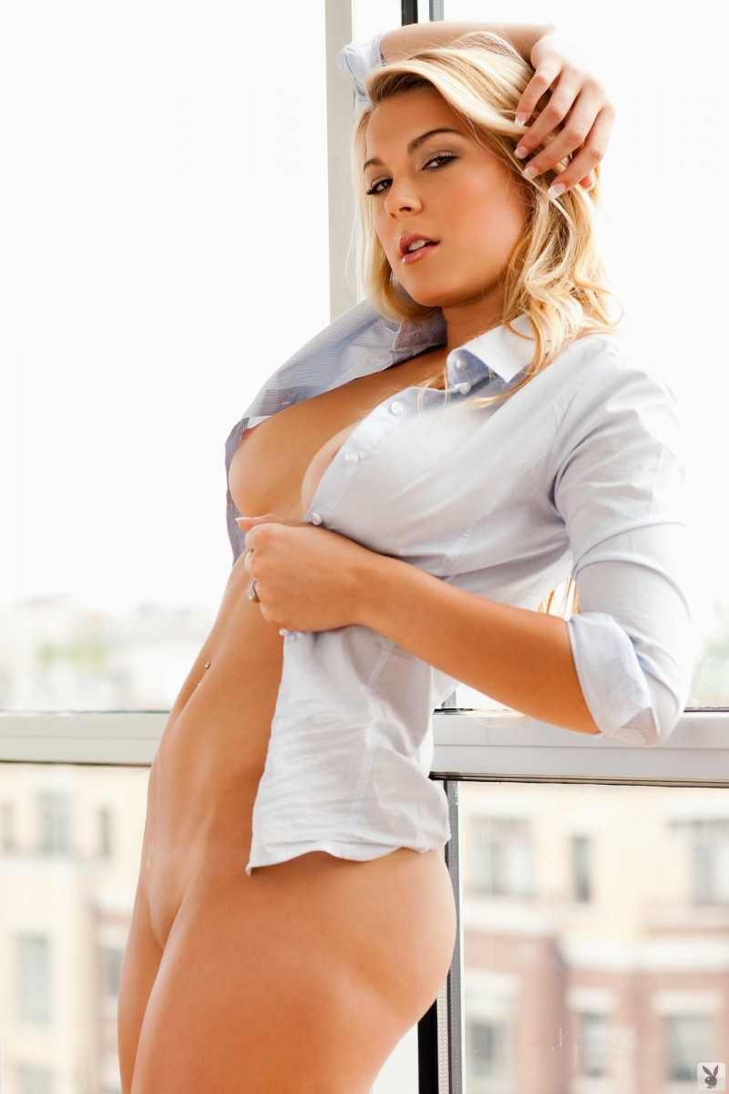 taylor-stone-nude-blonde-shirt-playboy-06