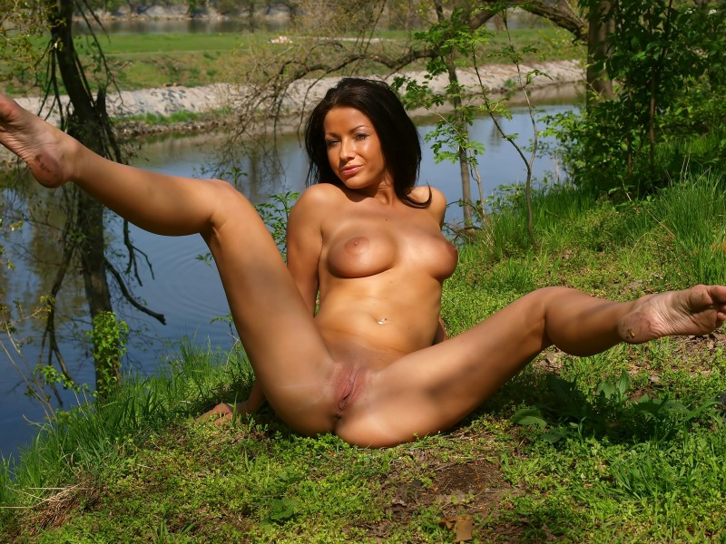theresa-nude-in-public-eroticbeauty-10