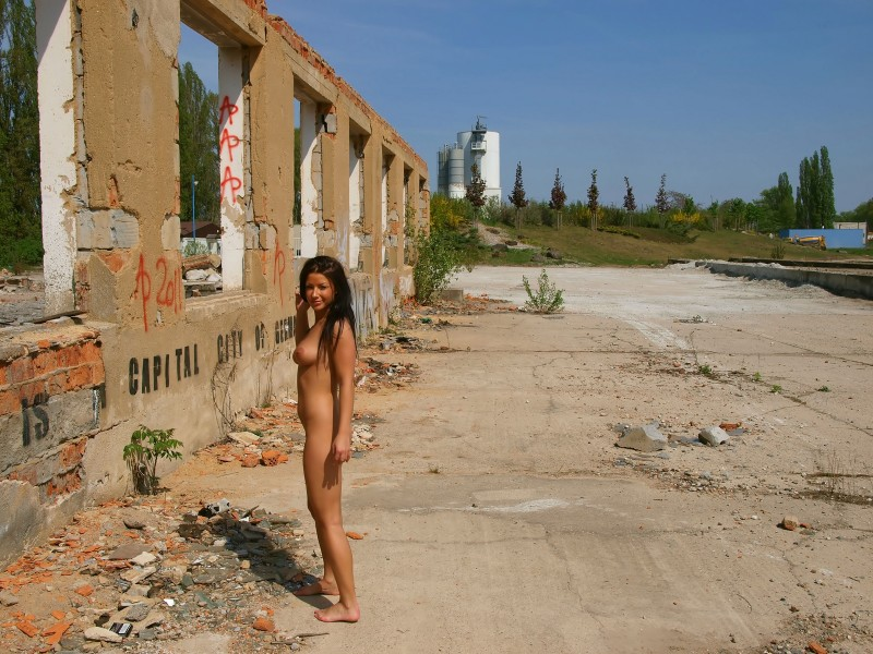 theresa-nude-in-public-eroticbeauty-11