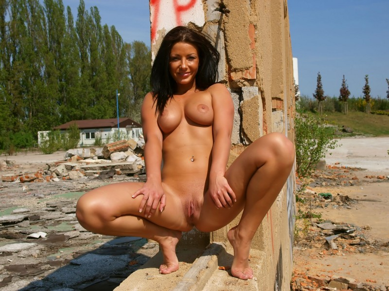 theresa-nude-in-public-eroticbeauty-12