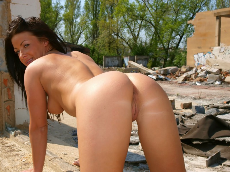 theresa-nude-in-public-eroticbeauty-15