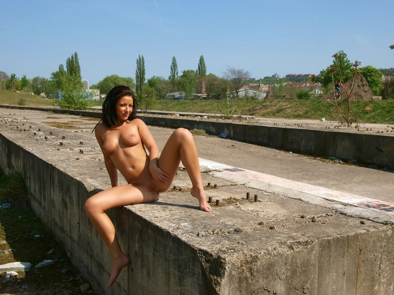 theresa-nude-in-public-eroticbeauty-18