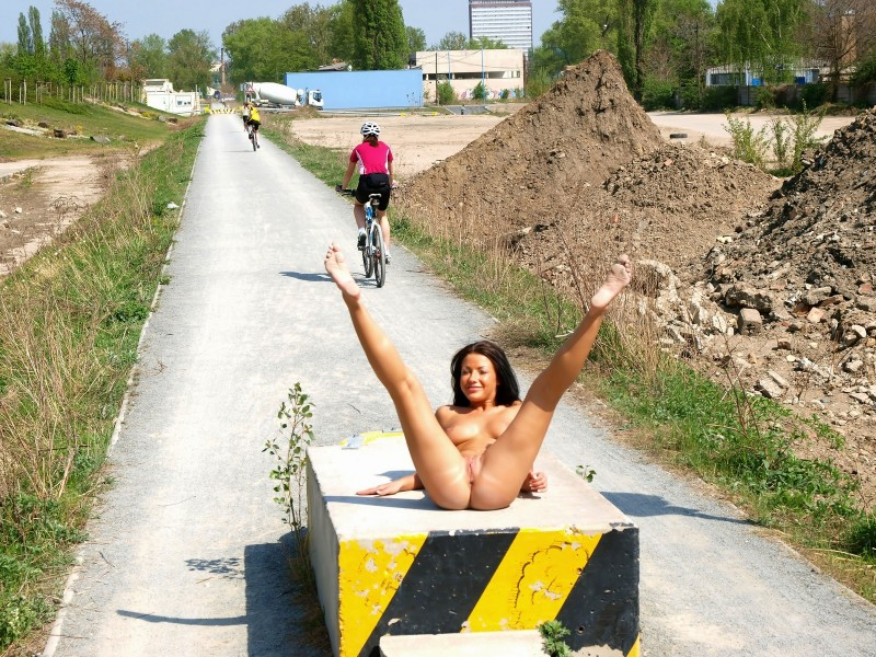 theresa-nude-in-public-eroticbeauty-23