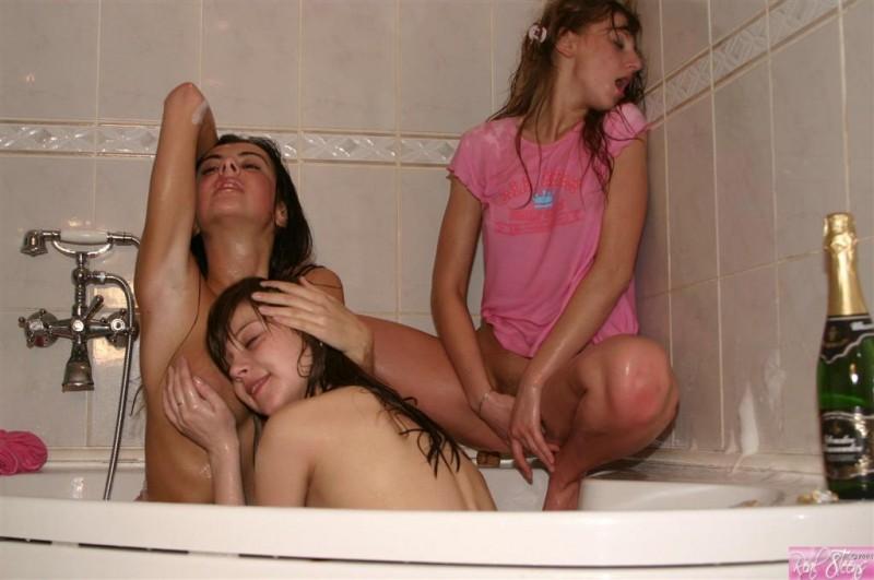 teen-lesbians-12
